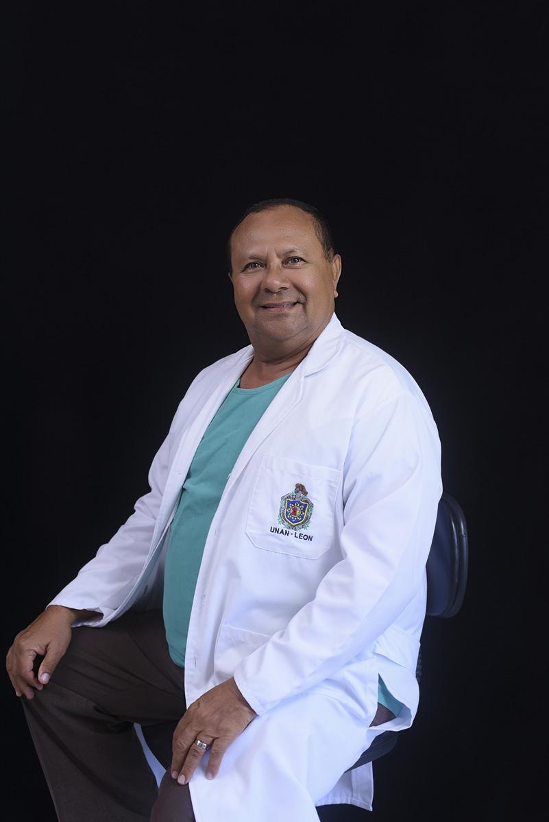 <b>Dr. Arturo Gómez Castillo</b>